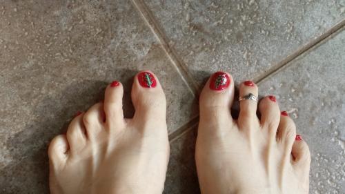 Christmas toes